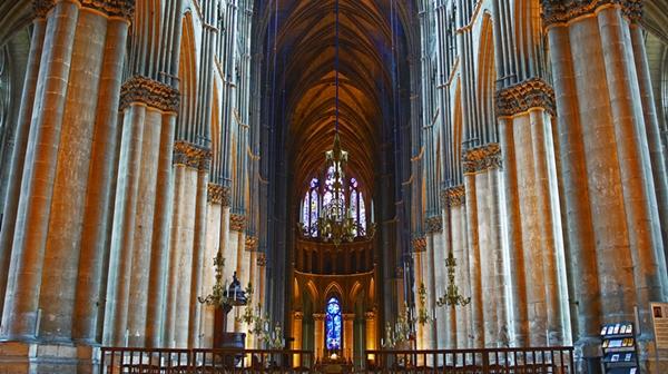 巴黎圣母院突遭大火,她的内部有些什么艺术品?
