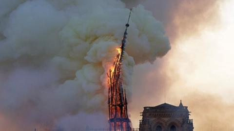 """""""悲惨世界""""!巴黎圣母院大火的四大疑问"""