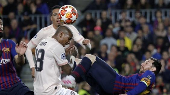 巴萨3比0淘汰曼联,梅西告诉红魔谁才是诺坎普的主人