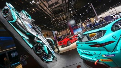 """上海车展成为新能源车大秀场 量产车型让消费者""""买得到、买得起"""""""