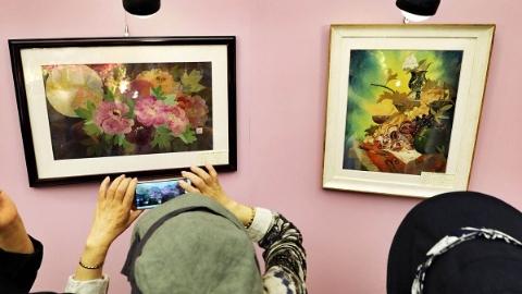 用押花艺术定格植物之美 国际押花艺术季在上海植物园开幕