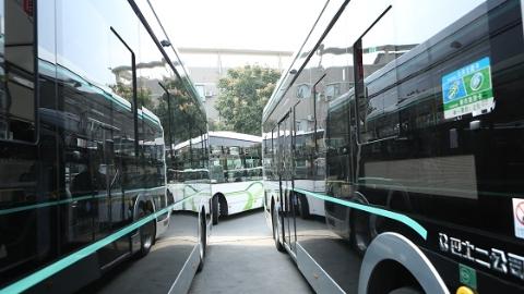 七旬老人乘车忘了目的地 公交与公安联手送他回家