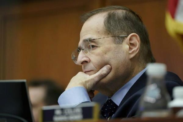 """美众议院向司法部发传票 要求查看完整版""""通俄门""""报告"""
