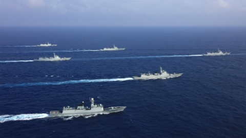 今日焦点|海上阅兵,乘风破浪向祖国致敬!海上分列式难度不亚于作战行动