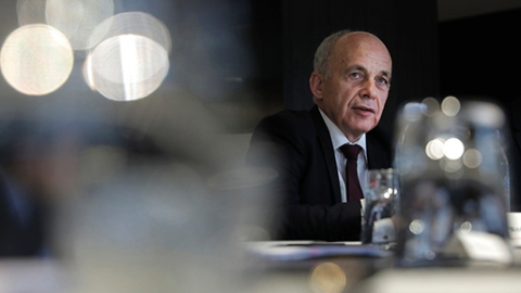 专访瑞士联邦主席兼财政部长于利·毛雷尔:两年前播下的种子如今硕果累累