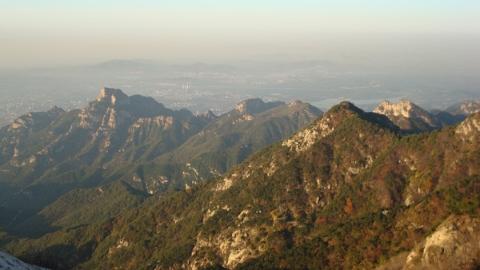 四十多年前,独步登泰山