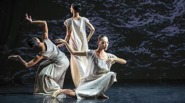 上海之春|在云门舞集的《白水》与《微尘》中,看见光明与黑暗