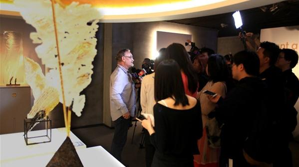 世界最大彩色镶嵌玻璃创作者来到上海办个展