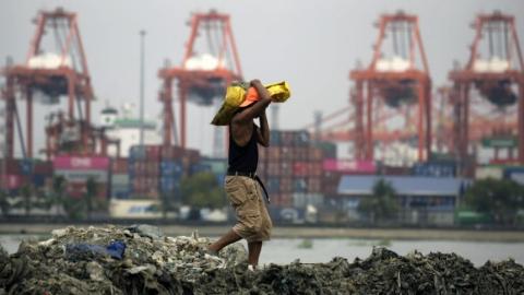 加拿大将从菲律宾运回60多个集装箱垃圾,它们来自五年前……