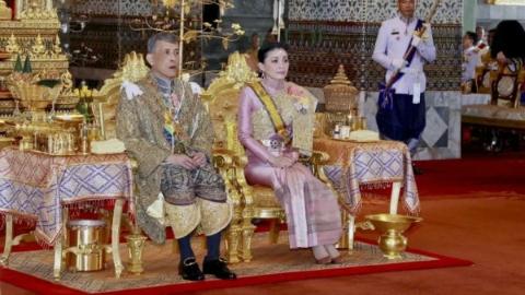"""7公斤王冠与将军王后,泰国新国王的未来会是一部""""泰剧""""吗?"""