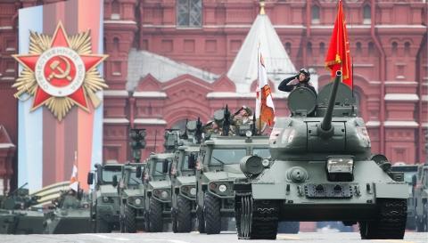 纪念卫国战争胜利74周年 俄红场阅兵展示先进武器装备