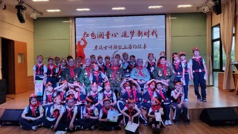 """听老战士将解放上海的故事 """"雷锋驿站""""开进校园"""