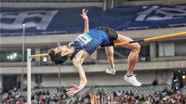 说到做到!清华学霸王宇2米28摘钻石联赛男子跳高金牌