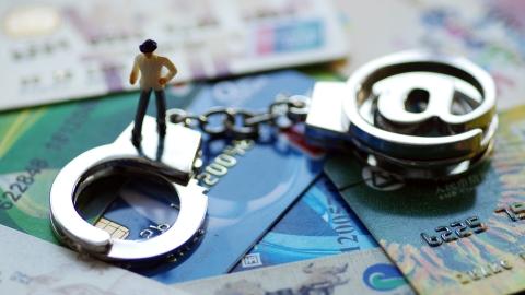 """明知是赃款仍帮套现 电信诈骗""""帮凶""""被判刑"""