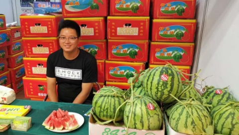 """东台在沪举办农产品展销会 50多家企业携特产""""赶集"""""""