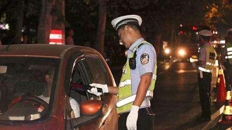 酒驾男子为避责当众二次饮酒,检察官提醒这样仍然犯罪!