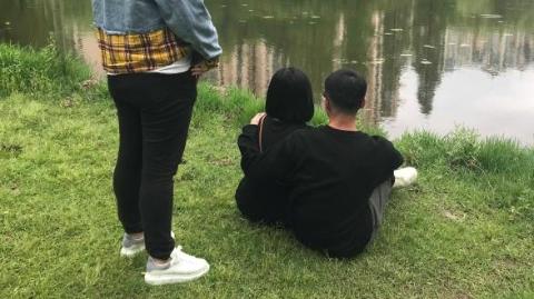 松江民警跑遍上海寻找轻生女大学生,在浦东小河边拉住已经踏入一只脚的她!