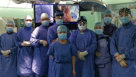 复旦大学附属中山医院王春生教授团队成功实施亚洲首例经导管二尖瓣置换术