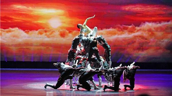 十二艺节|《阳光下的舞步》,舞动如诗如歌如画的美丽新疆
