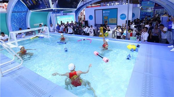 看!国家水球队在体博会被围观,她们体验的究竟是什么设备?