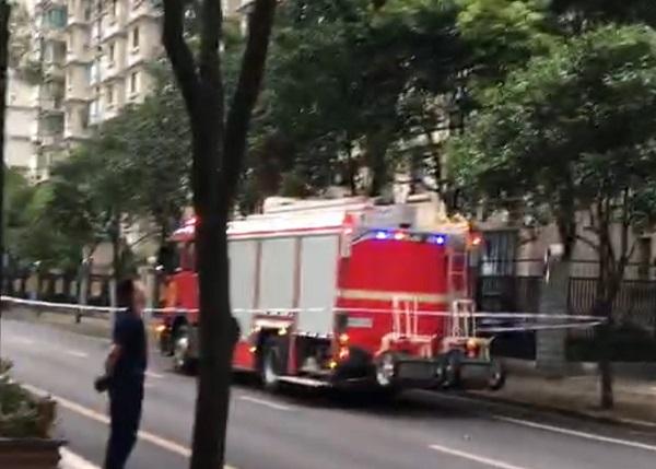 消防队员赶赴现场处置.jpg