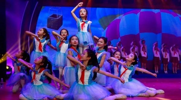 孩子们共同参与了第四届学生文艺嘉年华活动.jpg