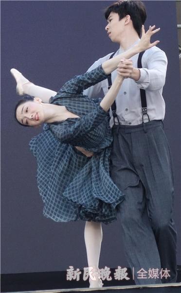 曹舒慈、孙瑞辰的芭蕾《敦煌》-胡晓芒.JPG