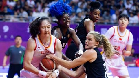 中国女篮热身赛三胜加美明星队