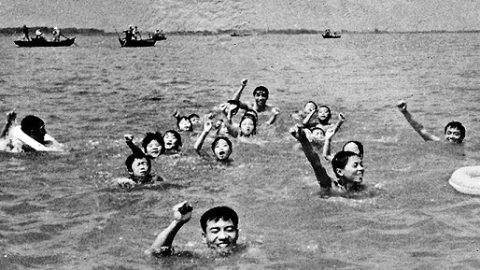 邻距离|晒晒我家老照片:娃娃游泳训练班 劈风斩浪淀山湖