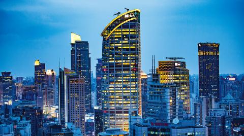 除旧布新攀高峰 风劲帆悬正远行:上海加快新旧动能转换推动经济高质量发展