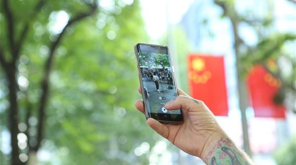 """白玉兰纪录片大师教你""""三招"""",用手机也能拍纪录片"""