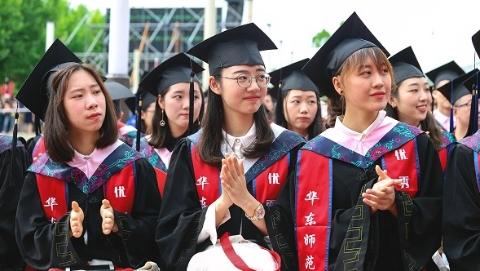 华东师大校长今天上午在毕业典礼上为即将离开的学子讲未来