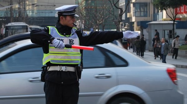 能说英语的交警和辅警