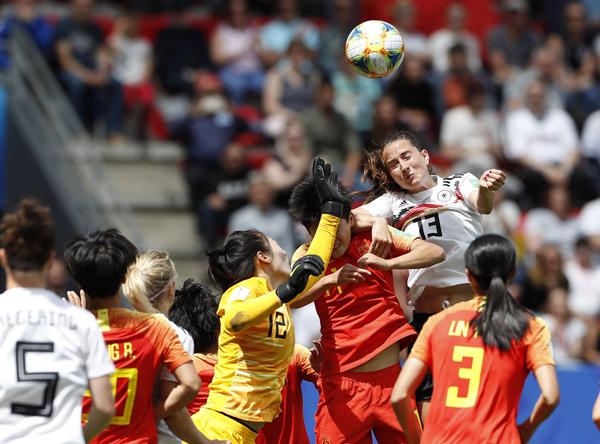 中国女足的世界杯出线生死战明日开打,王霜是否上场仍是悬念