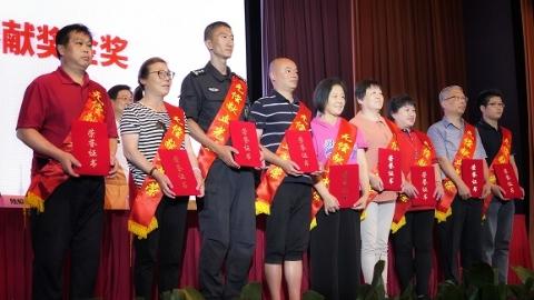 上海市无偿献血表彰大会举行 去年上海35.94万人次参加无偿献血