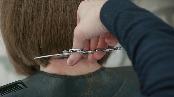 回来剪头发