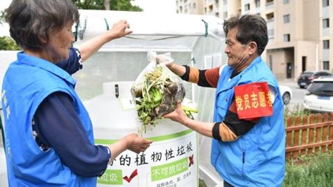"""青浦徐泾镇推出""""社区环保花园"""" 湿垃圾""""变废为宝""""循环利用"""