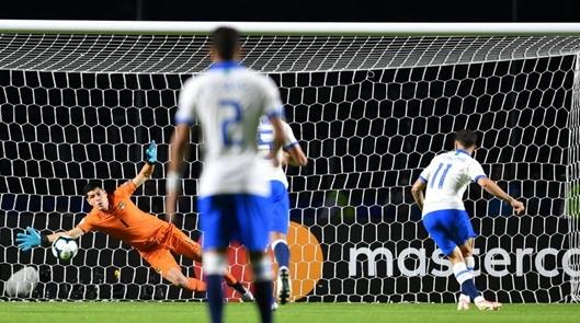 库蒂尼奥梅开二度 巴西今晨赢下美洲杯揭幕战