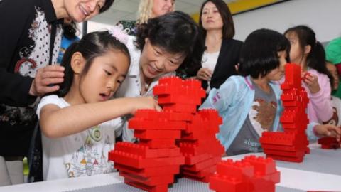 """徐汇区的这个街道有了乐高社区体验基地!""""桥式""""治理凝聚社会力量服务妇女儿童"""