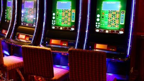 杂货店主购买一台赌博机,结果悲剧了