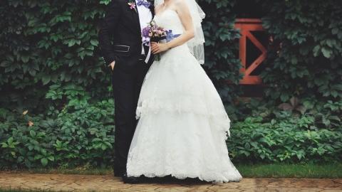 自己的婚纱照竟成旅游产品广告?新婚夫妻状告旅游公司,法院:赔3万,登报道歉