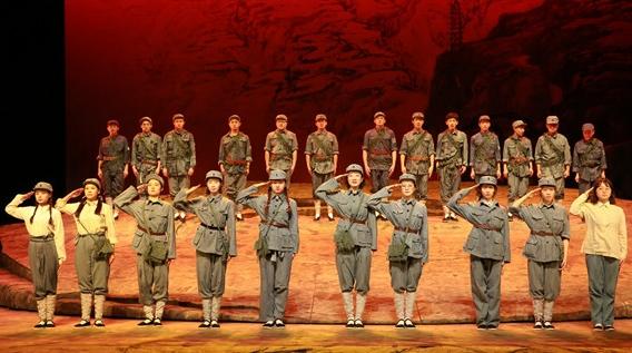 上戏大型原创话剧《军歌》首演:对观众、对演员,都是爱国主义教育