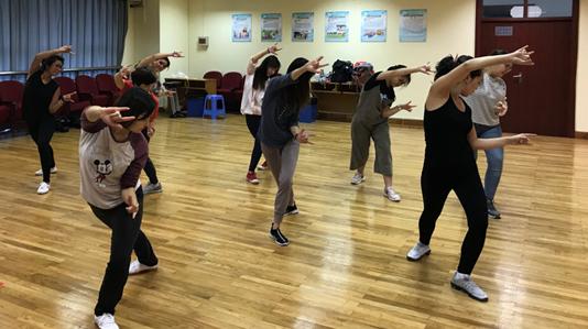 纪实 | 五禽戏里播文化种子 ——从上海中医药大学的一门体育必修课说起