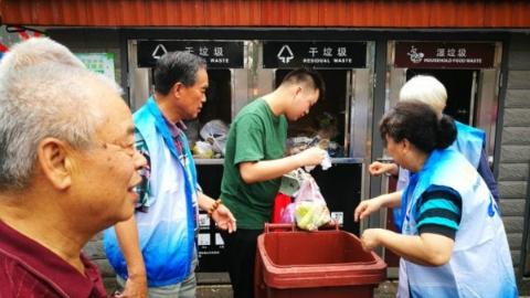 不服劝阻还打伤垃圾分类指导员 叶某海被处行政拘留3天