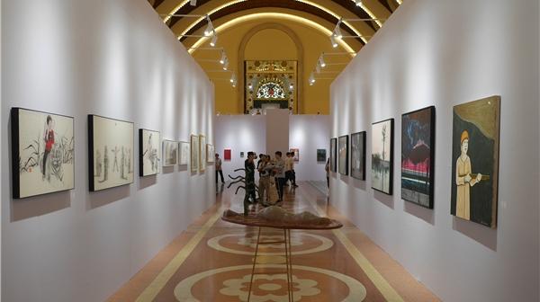 首届上海大学生艺术博览会侧记:画廊挑新秀,观众买买买