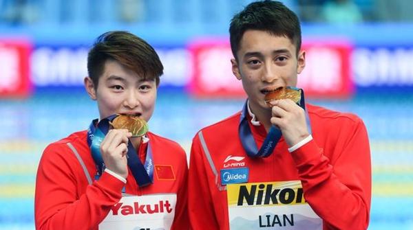 光州游泳世锦赛首金!司雅杰、练俊杰夺得男女混双10米跳台冠军