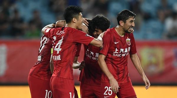 上港3比0横扫苏宁:胡尔克连造三球,杨世元遭恶意犯规下场