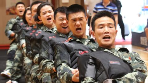 """体育来牵线 军民鱼水情 """"双拥杯""""驻沪部队军民健身系列赛闭幕"""