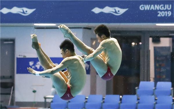 《光州世锦赛:男子双人十米台曹缘/陈艾森夺冠》