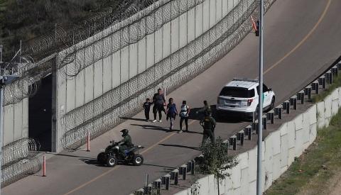 美墨边境第三国移民被禁止申请在美避难